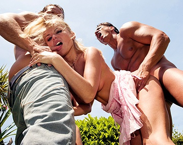 Private  porn video: Une Fête En Plein Air Se Transforme En Gangbang Géant
