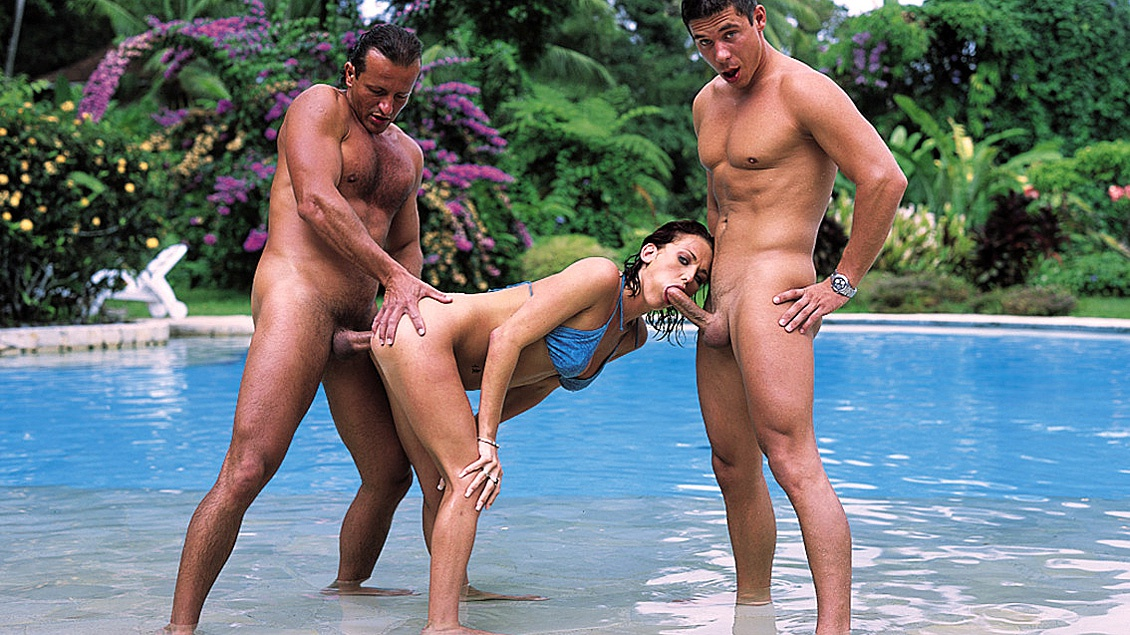 Donna Is on Vacation in a Tropical Setting and Having a Threesome