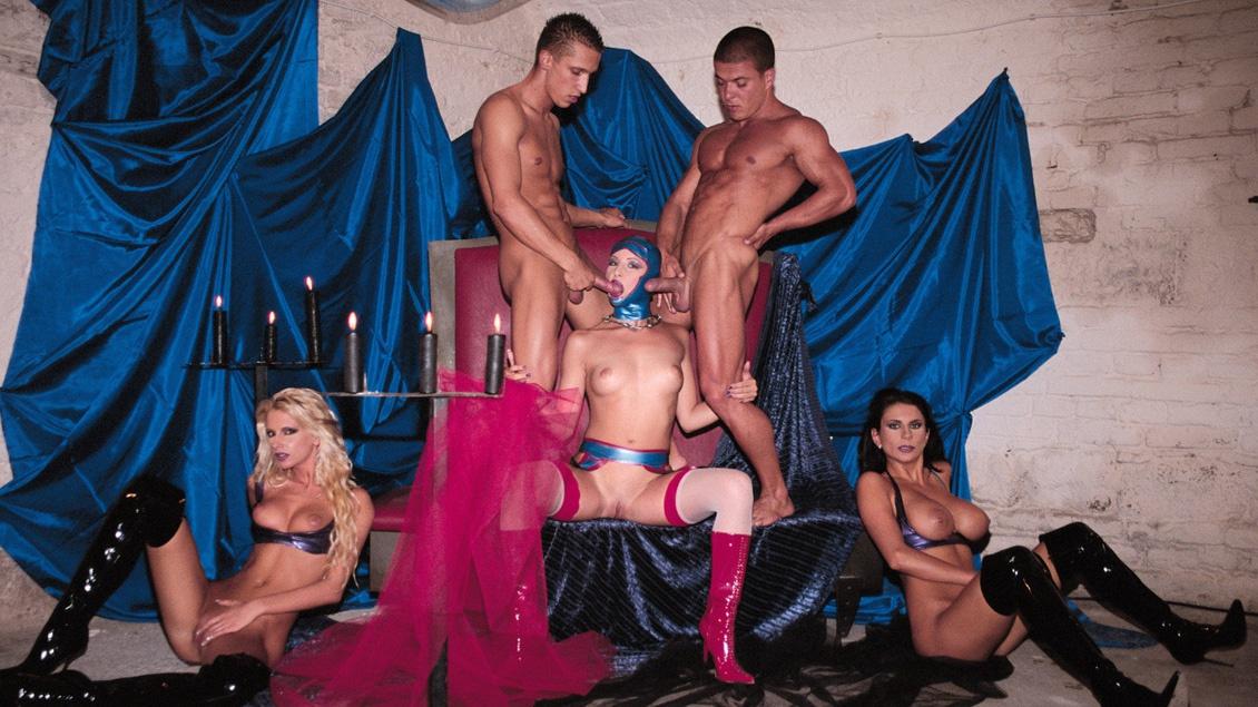 Bambi, Bianca et Liz Honey dans une scène d'orgie avec pénétrations anales et cunnilingus