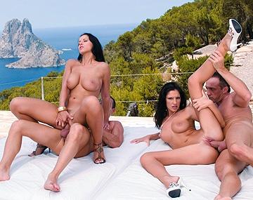 Private  porn video: Open Air Vierer mit Angel Dark und Bambi