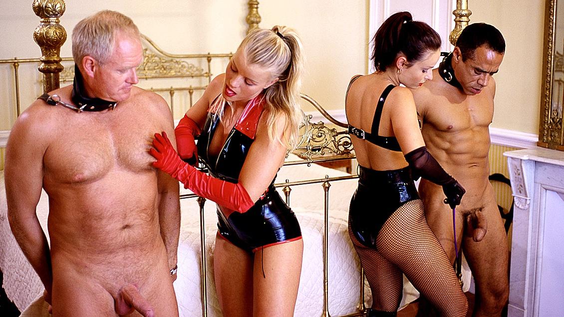 Fetisj MMFF kwartetje met Daniella Rush en Lea die door een koppel oudere heren anaal worden geneukt