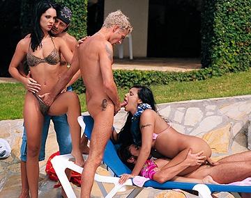Private  porn video: Cindy Lords y Claudia Ferrari se montan una orgia en la piscina