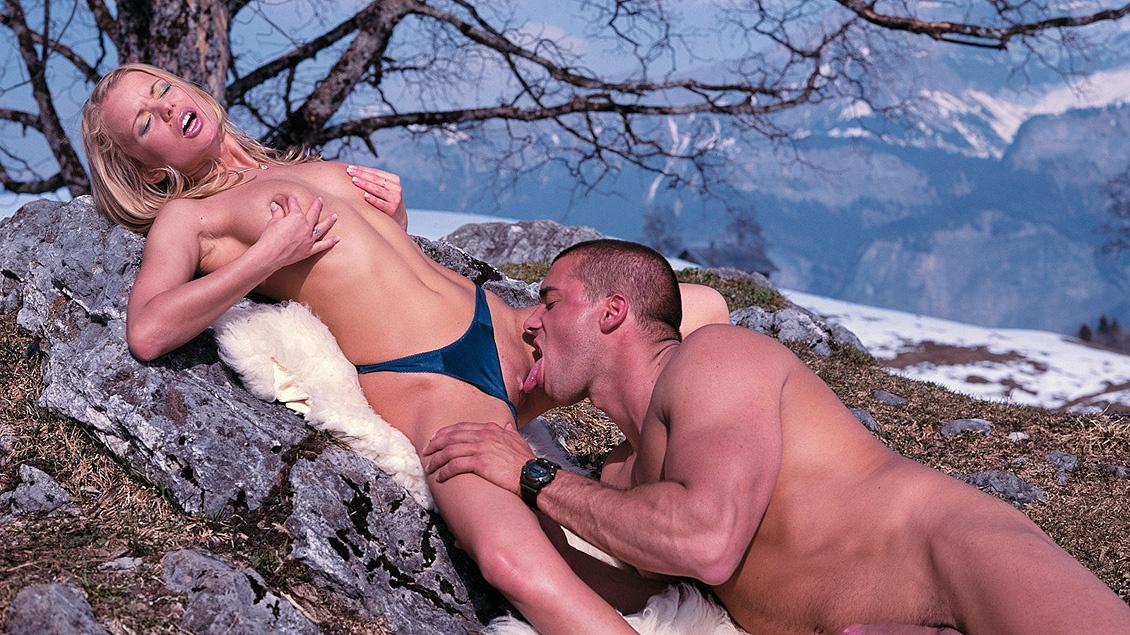 Blond Beauty Dora Venter Gaping Asshole Outdoor Hardcore Sex in Snow