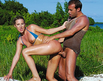 Private  porn video: Jessica May en la playa el culo le ponen a raya