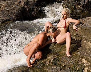 Private HD porn video: En el río tropical a Nesty y Daria Glover les dio por el sexo oral