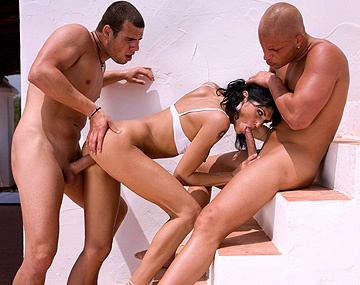 Private  porn video: Sarah Twain doet een geile hardcore MMF trio met DP