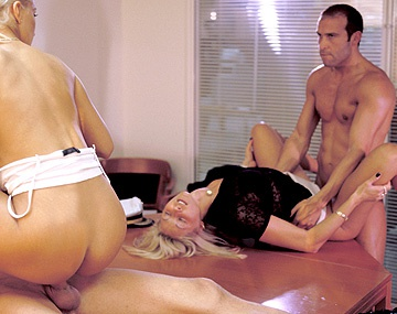 Private  porn video: Secretaresses Cristina, Kata Lynn en Nicole Thomson geven geile blowjobs