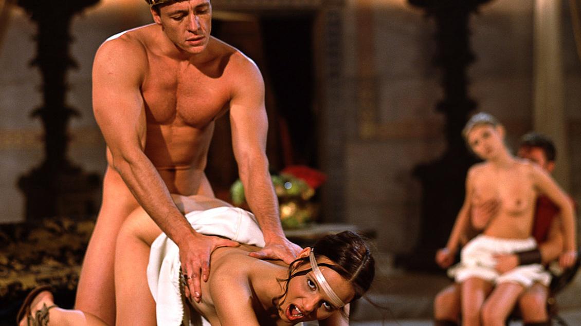 Tchanka y Vanessa Virgin, aristocratas romanas ponen culo y coño a disposición de los gladiadores