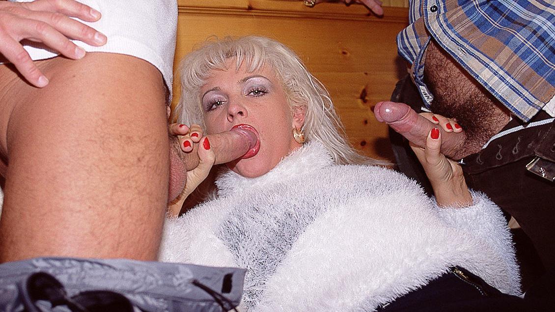 Christina découvre qu'une double pénétration peut être très salissante