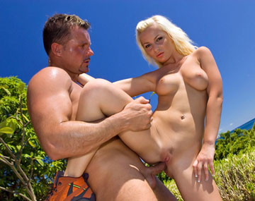 Private  porn video: Jennifer Love Outdoors Getting Tan with a Dick in Her Box before Booty