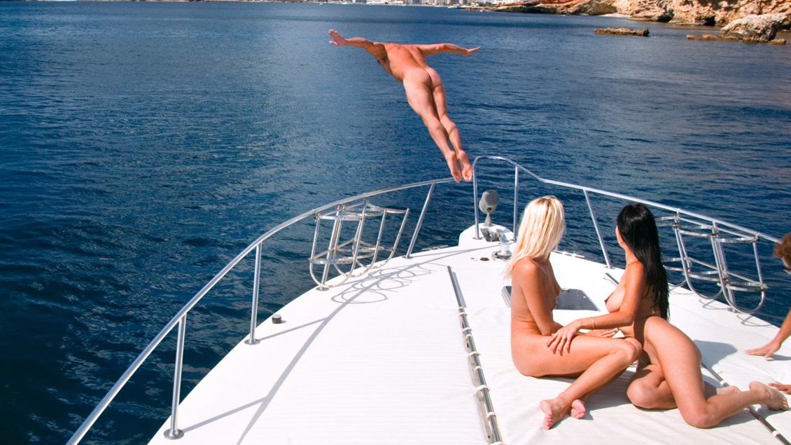 Una DP en mitad del mar para Justine y Lara