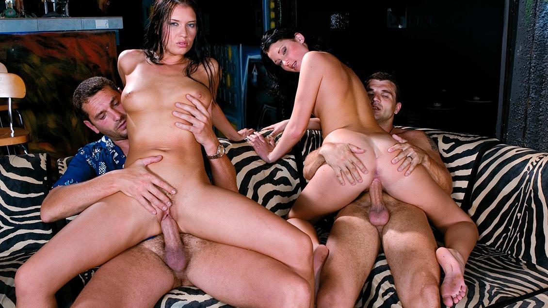 Belicia en Veronica Da Souza krijgen samen een orgie terwijl ze rijden op een enorme pik