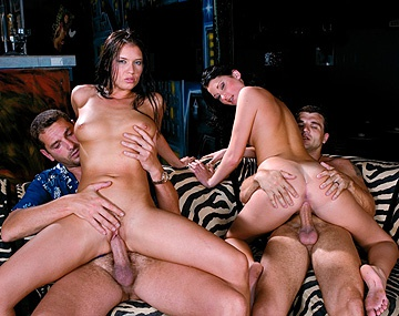 Private  porn video: Belicia en Veronica Da Souza krijgen samen een orgie terwijl ze rijden op een enorme pik