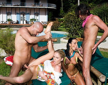 Private  porn video: Simmony Style y Jamie Brooks la sirvienta del hotel se hacen una orgía con un DP de nivel