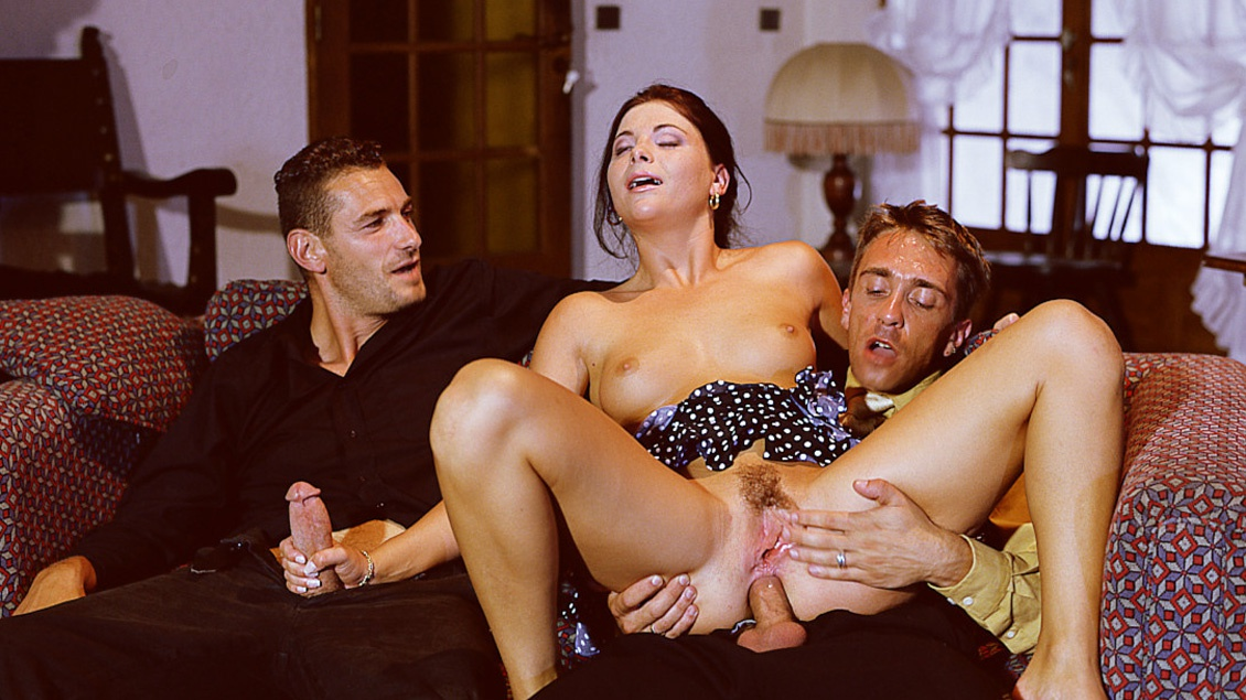 Jessica Fiorentino Gives Two Handjobs and Blowjobs after a MMF 3way DP