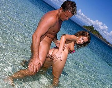 Private HD porn video: Follada brutal a Lauren May debajo del agua