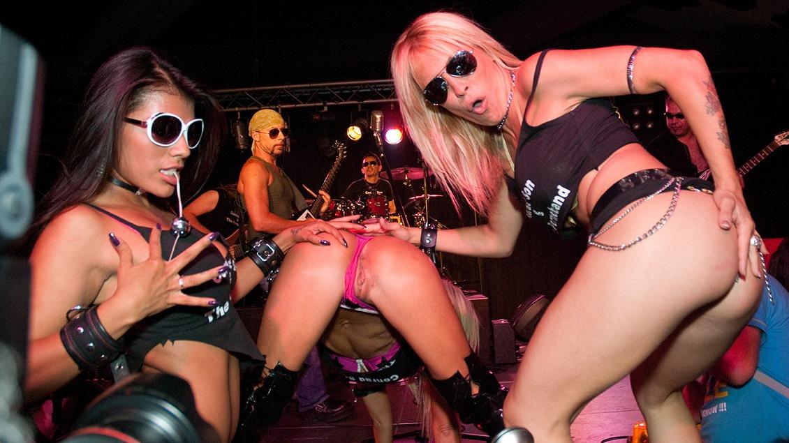 Lesbians Alexya Flores Evita De Luna and Yoha Lick Pussy at a Concert