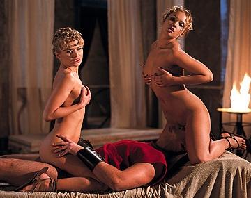 Private  porn video: Claudia, Dora und Tiffany reiben sich die Muschis während sie in den Arsch gefickt werden
