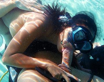 Private  porn video: Pendant sa leçon de plongée, Priva se fait hameçonner le cul sous l'eau par un prof entreprenant