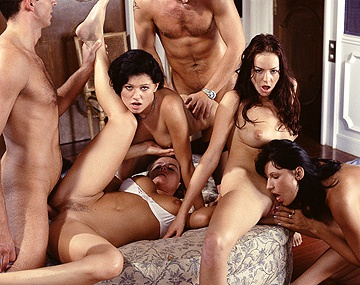 Private  porn video: Kate More, Katy, Monic y Ursula Moore se lo montan con dos tipos y el anal lo piden por favor