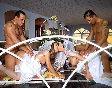 Private  porn video: Maria Bellucci Et Michelle Wild Se Marient Et Profitent D'Une Double Pénétration Après Ça !