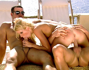 Private HD porn video: Dos pollas y una rubia