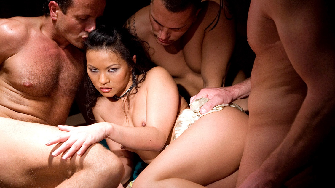 Lady Mai dreht die Poker-Runde in eine Gangbang-Party um