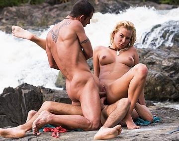 Private HD porn video: Angelina Love. En el río tropical le hacemos un DP y le rompemos el ojal