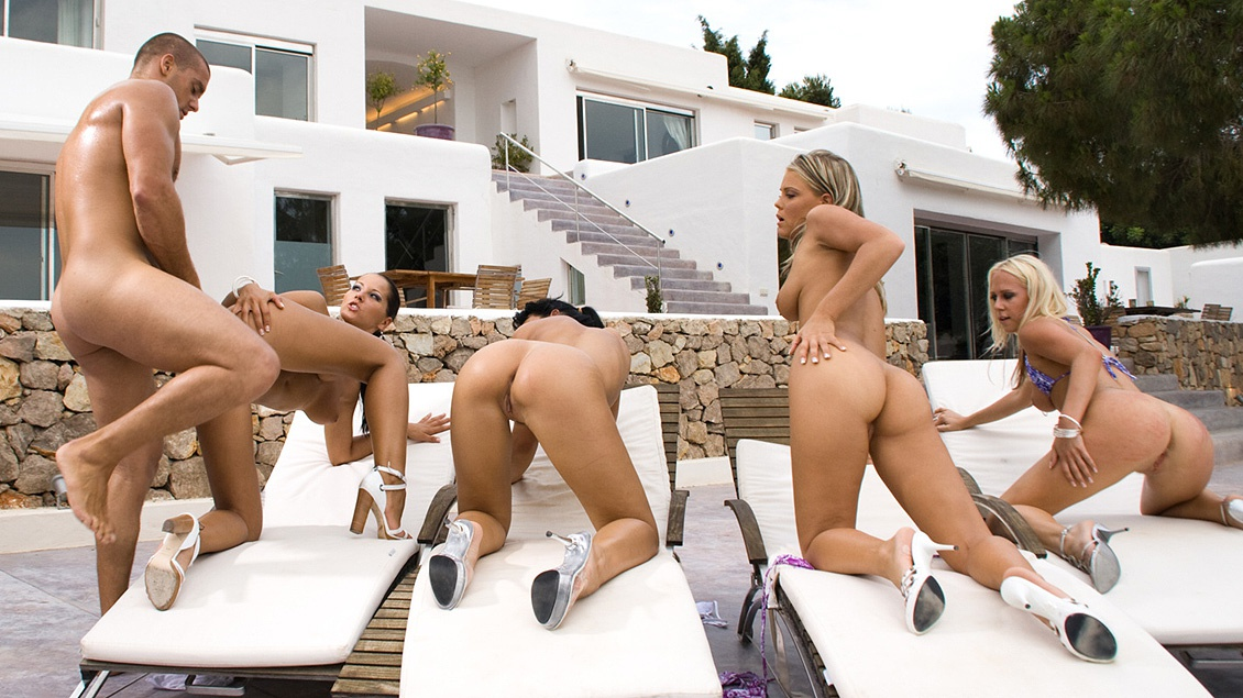 Un mec se tape Angel Dark et ses copines Carla Cox, Suzie Diamond et Trisha Bill