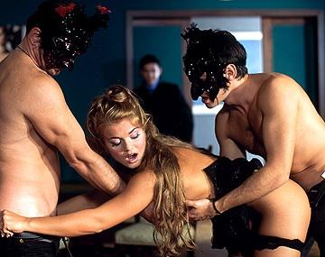 Private  porn video: Rita Faltoyano lleva el DP por la mano