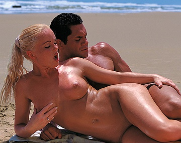 Private  porn video: Bonne pipe sur la plage par Silvia Saint