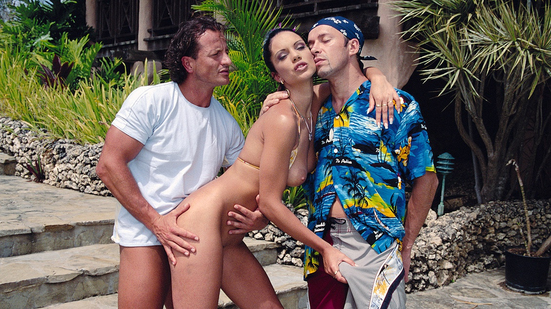Tall Brunette Cindy Lords Outdoors in MMF Threeway Getting a DP