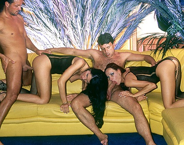 Private  porn video: Jede Menge Blow-Jobs und Double-Penetration Geiler Gruppensex mit Angelique und Gloria