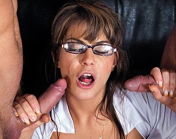 Private HD porn video: A las colegialas gatitas les va el DP y la leche sobre sus gafitas