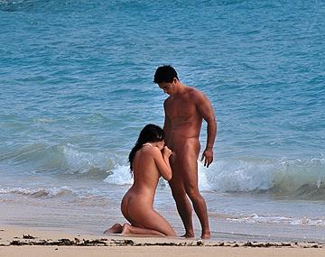 Private  porn video: Jessica Fiorentino krijgt een harde lul anaal op het strand