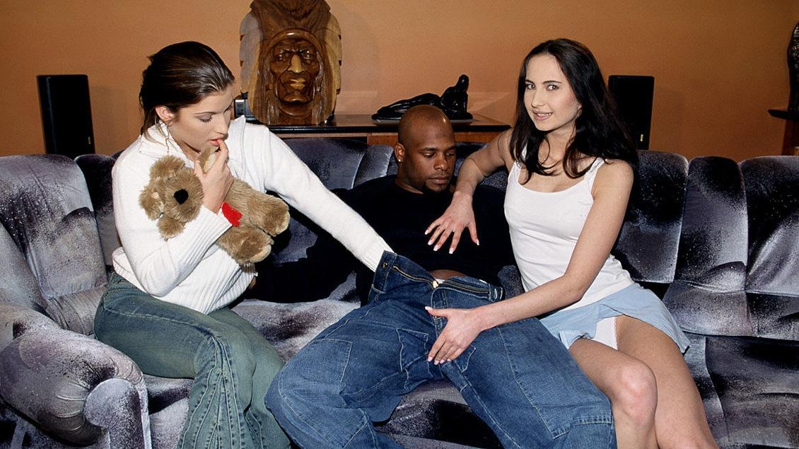 Natalka et Patricia Diamond participent à un interracial à trois