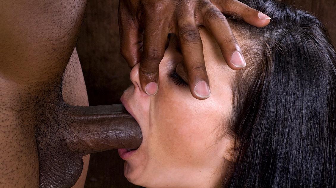 Глубокий минет от черных в порно