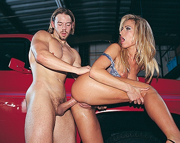 Private  porn video: Sophie Evans Gives Her Mechanic an Upskirt Getting Him Horny for Anal