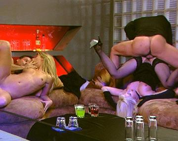 Private HD porn video: Daria Glower y su felpudito se da una fiesta anal con la preciosa Kristi Lust y un par de amiguitos