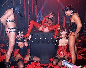 Private  porn video: Adrianna, Esteve Angel en Sophie Evans vrouwen dominantie met voorbind toys