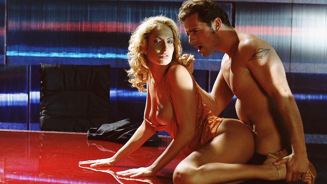Sophie saugt und fickt eine gewaltige Ladung Sperma aus einem dicken, harten Schwanz