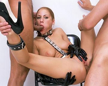 Private  porn video: A pesar de ser atada y azotada, Julia Taylor practica el DP de manera alocada