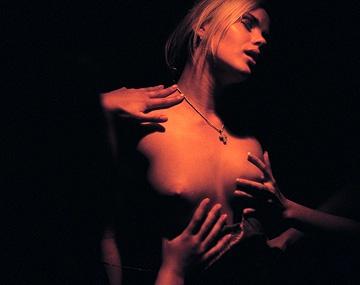 Private  porn video: Sandy Style en el cuarto oscuro se hace un solitario a falta de algo más duro