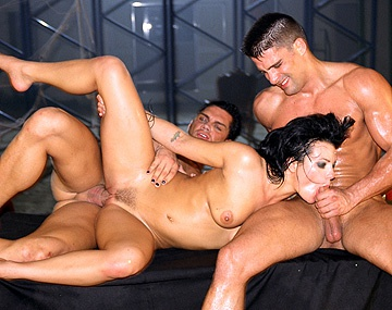 Private  porn video: Belladonna, Sophie, Nacho en Toni hebben met z'n vieren kinky sex