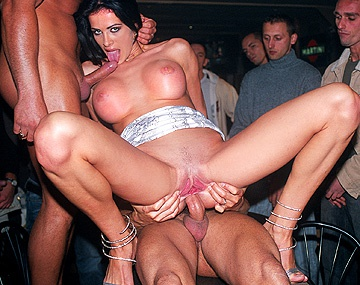 Private  porn video: Die notgeile Michela hat in einer Bar geilen Hardcore-Sex