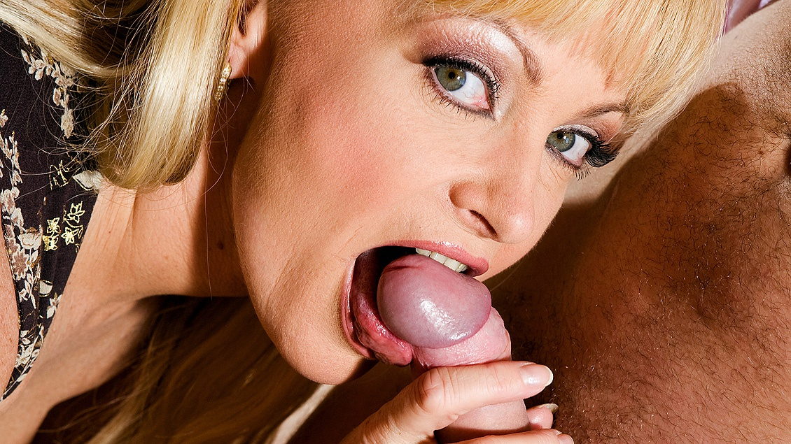 Blonde lover milf makes a blowjob