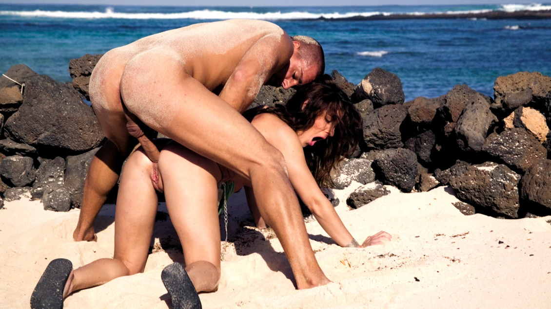 nicola-mclear-naked-fucking-on-beach-sexy-filapino-girls