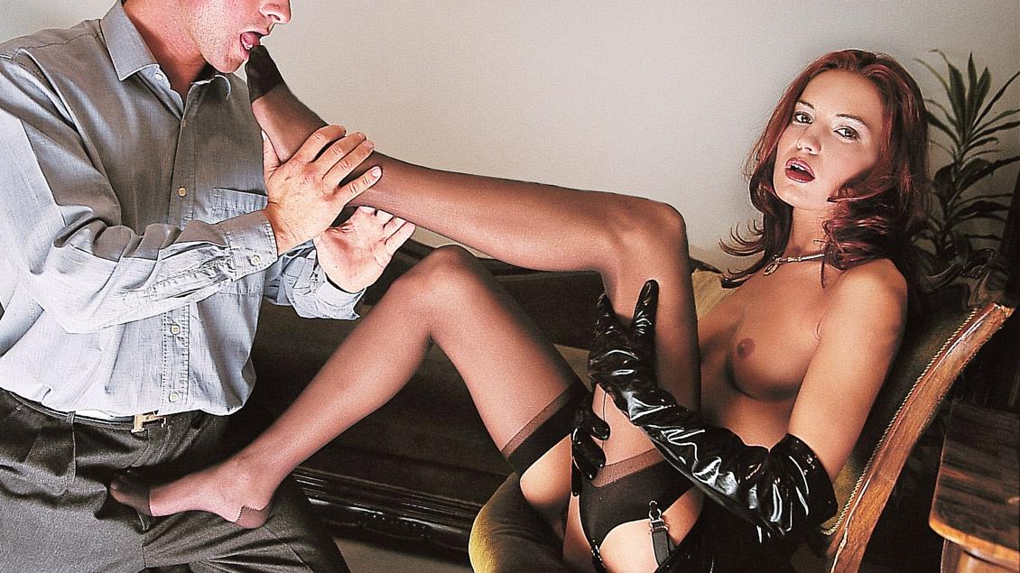 Brigitte wird im Traum von ihrem Mann in Ihrem Haus knallhart durchgefickt