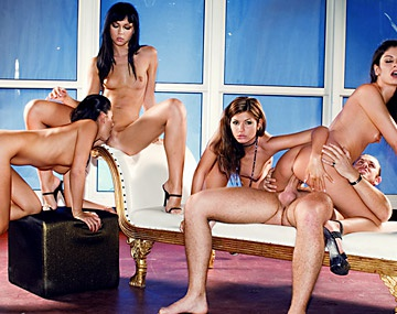Private HD porn video: Lucky, Lucy Lee, Suzie Diamond y Vanessa May en una...