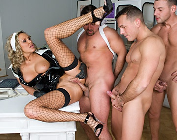 Private  porn video: Mandy Bright, la enfermera fetischista cura tres enfermos a base de DP's y corridas faciales